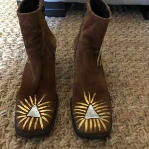 Handpainted Nordstrom brown suede heeled booties